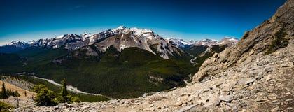 Verano de Rocky Mountain que camina opiniones fotografía de archivo