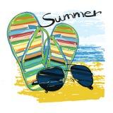 Verano del fondo con las letras, gafas de sol, pizarras, cielo fotografía de archivo