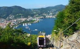 Verano 2016 del lago funicular Como, Lombardía Italia fotos de archivo libres de regalías