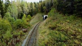 Verano del túnel de ferrocarril metrajes