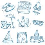 Verano dibujado mano de los iconos del viaje del bosquejo del garabato Imagen de archivo
