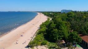 Verano en la playa del mar Báltico en Sopot almacen de metraje de vídeo