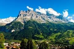 Verano en las montañas suizas - montañas de Bernese Fotos de archivo