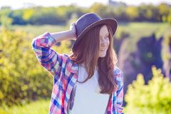 Verano - muchacha al aire libre Fotos de archivo