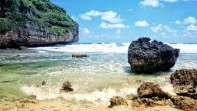 verano - opiniones soleadas de la playa en verano fotos de archivo