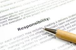 Verantwortung mit hölzernem Stift lizenzfreie stockfotografie