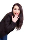 Verbaasde bedrijfsvrouw die op wit wordt geïsoleerdo Royalty-vrije Stock Fotografie