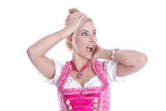 Verbaasde die blondevrouw in dirndl - op wit wordt geïsoleerd Stock Foto