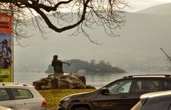 Verbania, Пьемонт, Италия Март 2019 Прибрежная полоса озера стоковые фото