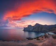 Verbazend berglandschap bij zonsondergang Royalty-vrije Stock Foto's