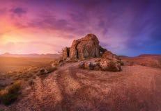 Verbazend berglandschap bij zonsondergang Royalty-vrije Stock Afbeelding