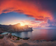 Verbazend berglandschap bij zonsondergang Royalty-vrije Stock Afbeeldingen