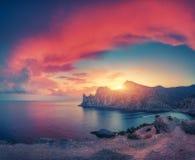 Verbazend berglandschap bij zonsondergang Stock Afbeelding