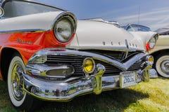 Verbazend de close-up vooraanzicht van Nice van klassieke uitstekende retro auto Stock Afbeelding