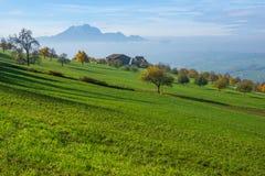 Verbazend die Panorama van Onderstel Pilatus en Meer Luzerne met kikker, Alpen wordt behandeld Royalty-vrije Stock Afbeelding