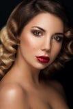 Verbazend gezichtsportret van schoonheidsmeisje Royalty-vrije Stock Afbeeldingen