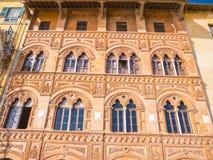 Verbazend herenhuis in de stad van Pisa - mooie huisvoorgevel stock foto's