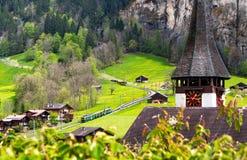 Verbazend landschap in een dorp van Lauterbrunnen, Zwitserland, Europa stock afbeelding