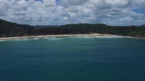 Verbazend landschap en oceaangolven, van een hoogte stock videobeelden
