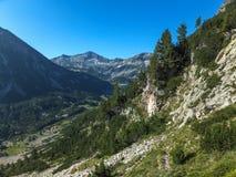 Verbazend landschap met de Piek van Banderishki Chukar, Pirin-Berg stock foto's