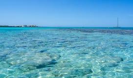 Verbazend landschap van het charmante strand S Trencs Het heeft de reputatie van Caraïbisch strand van Mallorca verdiend royalty-vrije stock afbeeldingen