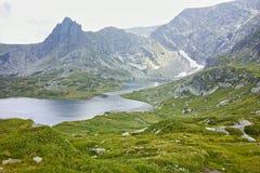 Verbazend panorama van het Tweelingmeer, de Zeven Rila-Meren Stock Afbeelding