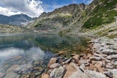 Verbazend Panorama van Musalenski-meren en Musala-piek, Rila-berg Royalty-vrije Stock Fotografie