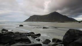 Verbazend Skagsanden-strand op Lofoten-eilanden stock videobeelden