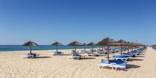 Verbazend strand op Eiland Tavira Algarve Portugal royalty-vrije stock foto
