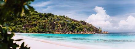 Verbazend Tenger Anse-strand De wittebroodsweken van de vakantievakantie bij het eiland Mahe Seychelles, reiszomer van de luxetoe stock foto's