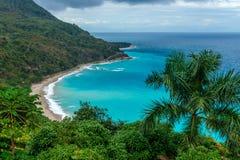 Verbazend toneel Caraïbisch tropisch landschap, blauwe baai hoogste mening stock fotografie