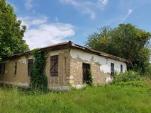 Verbazend verlaten dorpshuis in Bulgarije royalty-vrije stock afbeeldingen
