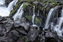 Verbazend watervallandschap stock afbeeldingen