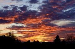 Verbazende bewolkte zonsondergang royalty-vrije stock foto's