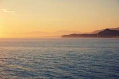 Verbazende blauwe Ionische Overzees bij zonsopgang in Sidari-vakantiedorp op het eiland van Korfu royalty-vrije stock afbeeldingen
