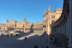 Verbazende de winterdag in Plaza DE Espana in Sevilla stock afbeeldingen