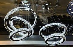 Verbazende gestileerde luxemening van de mooie spiraalvormige lichten van het glas decoratieve binnenlandse plafond Royalty-vrije Stock Afbeelding
