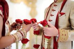Verbazende Hindoese huwelijksceremonie Details van traditioneel Indisch huwelijk stock afbeelding