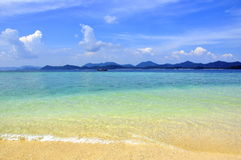Verbazende kleuren van tropisch exotisch strand Stock Afbeeldingen
