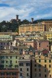 Verbazende kleurrijke gebouwen in Genua, Italië stock foto's