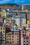 Verbazende kleurrijke gebouwen in Genua, Italië stock fotografie
