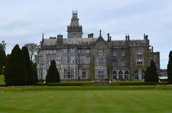 Verbazende Mening van Adare-Manor en het Landschap die Ma omringen Royalty-vrije Stock Afbeelding