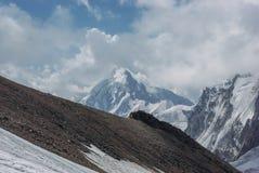 verbazende mening van bergenlandschap met sneeuw, Russische Federatie, de Kaukasus, stock afbeeldingen