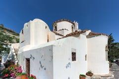Verbazende mening van de Kerk van Panagia Episkopi in Santorini-eiland, Thira, Griekenland royalty-vrije stock foto's