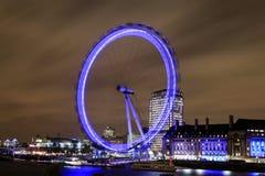 Verbazende mening van het Oog van Londen bij nacht Stock Foto's