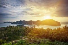 Verbazende mening van het Phi Phi Don-eiland van de berg Stock Foto's