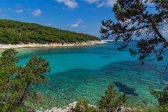 Verbazende mening van het Strand van Emblisi Fiskardo, Kefalonia, Griekenland stock afbeelding