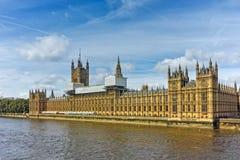 Verbazende mening van Huizen van het Parlement, Paleis van Westminster, Londen, Engeland Stock Afbeelding