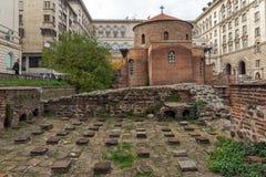 Verbazende mening van Kerk St George Rotunda in Sofia, Bulgarije Stock Foto's