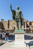 Verbazende mening van Nerva standbeeld in stad van Rome, Italië Stock Afbeelding